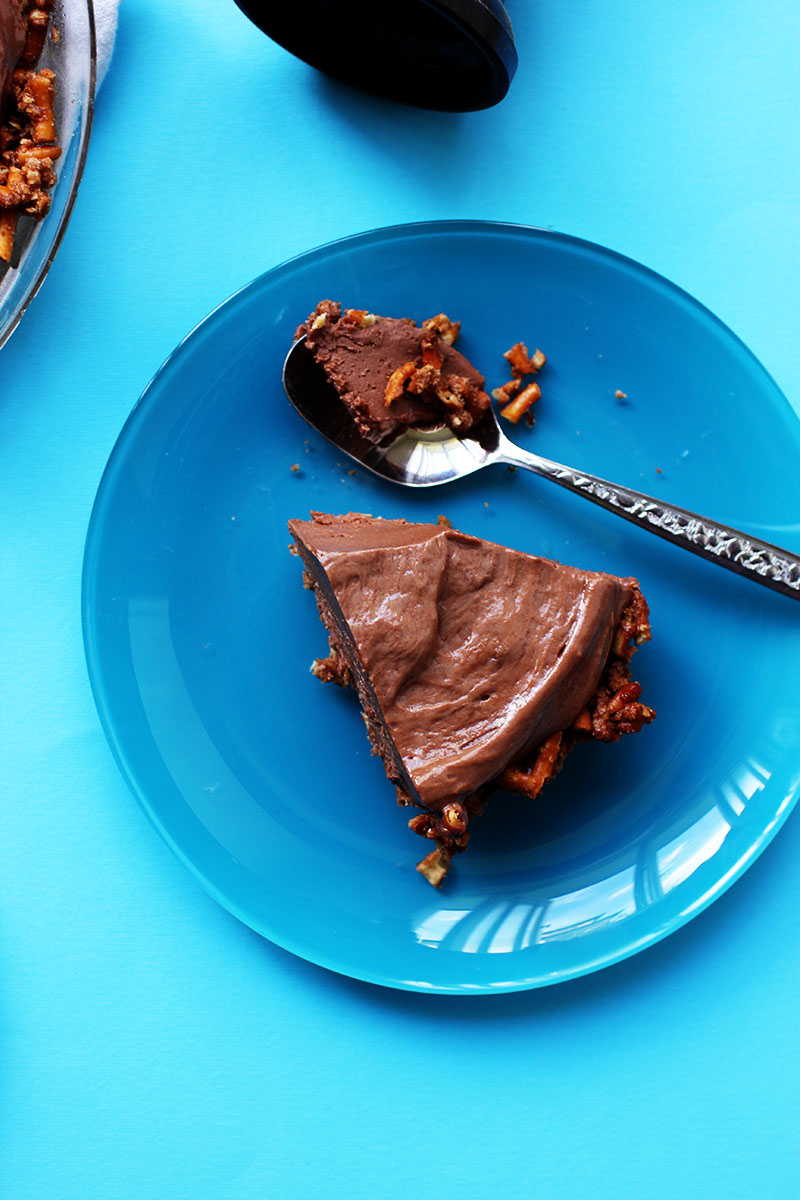 Frozen Nutella Cheesecake Pretzel Ice Cream Pie // The Sugar Hit