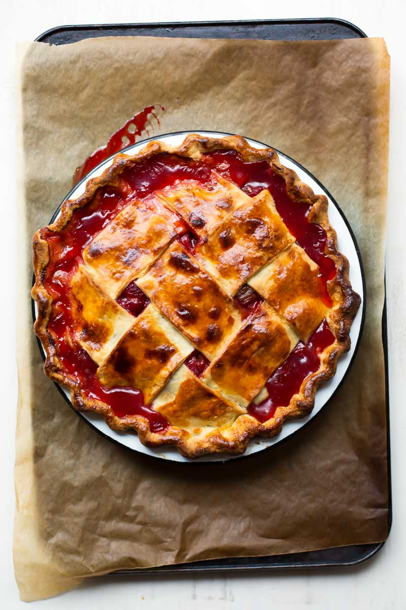 Magic Strawberry Rhubarb Pie // The Sugar Hit