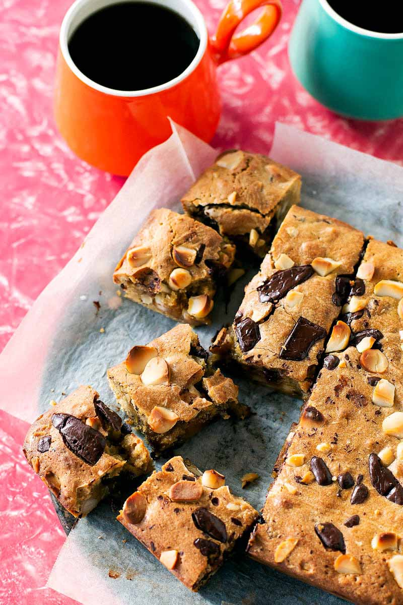 Maple Macadamia Blondies // The Sugar Hit