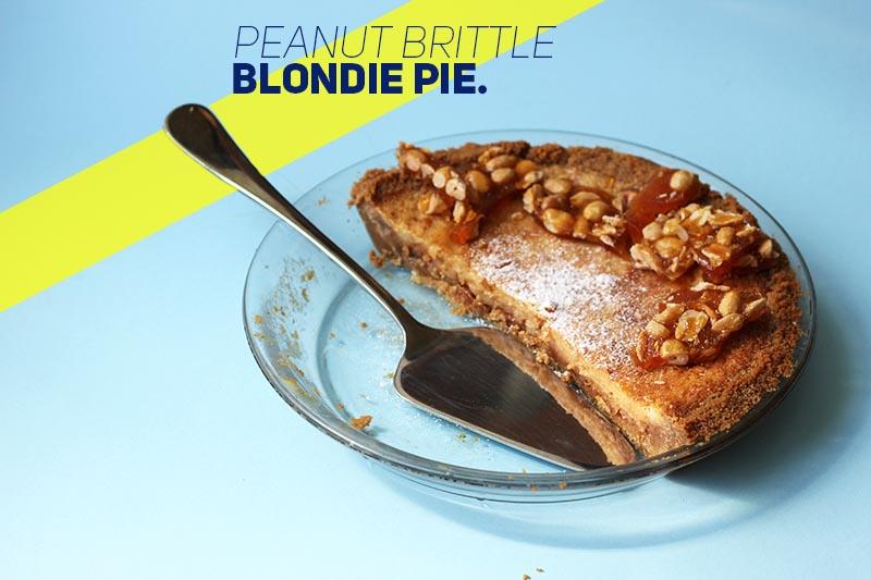 Peanut Brittle Blondie Pie // The Sugar Hit